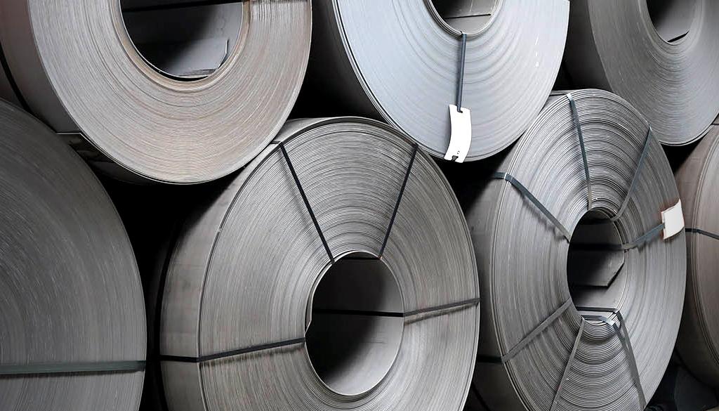 Stahl- und Coillogistik_Coils-gestapelt